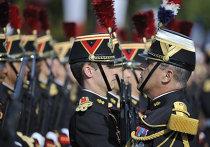 Гвардейцы на параде в честь Дня взятия Бастилии