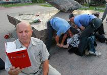 Задержание активистов оппозиции на Лубянской площади в Москве