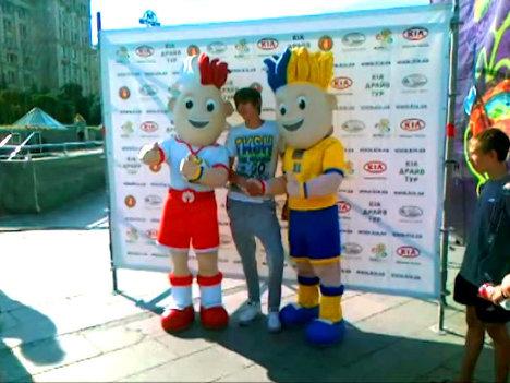 Талисманы Чемпионата Европы по футболу 2012 появились в центре Киева