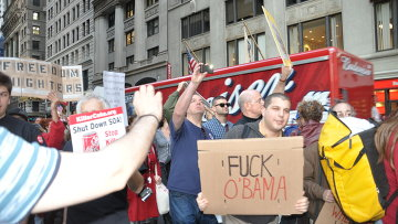 "Участники акции протеста ""Захвати Уолл-стрит"""