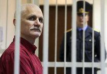 Оглашение приговора правозащитнику Алесю Беляцкому