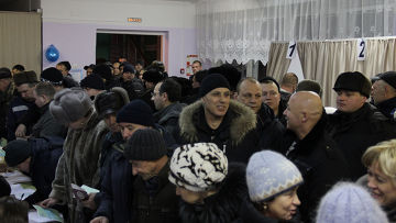 Шахтеры, первые проголосовавшие в г.Новокузнецке (Кемеровская область)
