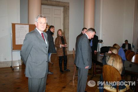 Выборы депутатов Государственной думы РФ на избирательном участке в Варшаве