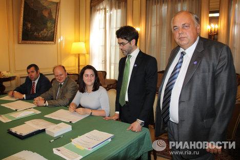 Участковая избирательная комиссия на избирательном участке в Посольстве РФ в Буэнос-Айресе