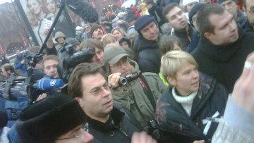 Евгения Чирикова (в центре) на Площади Революции