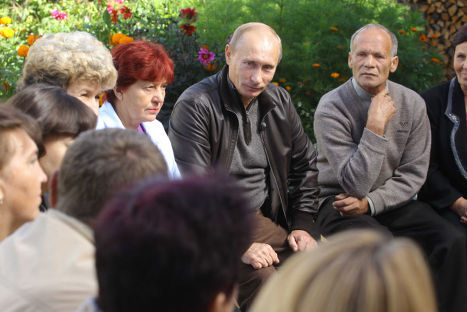 Премьер-министр РФ Владимир Путин в поселке Аксеново-Зиловское