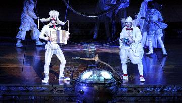 Белые клоуны из шоу Zarkana