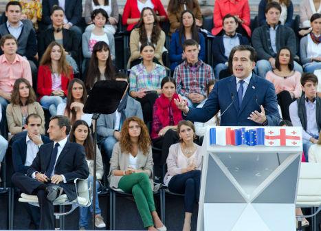 Михаил Саакашвили на центральной городской площади Свободы