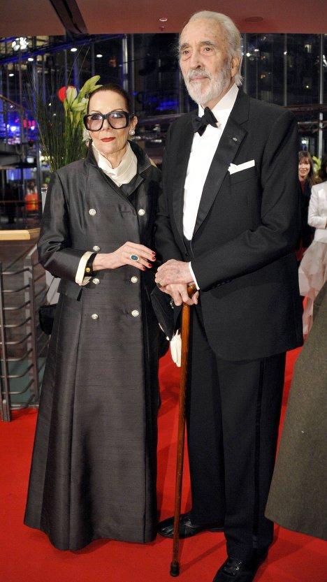 Британский актер Кристофер Ли со своей женой на Берлинале-2012