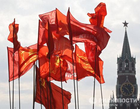 Флаги КПРФ и СКМ РФ