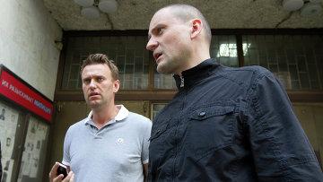 """Оппозиционеры Навальный и Удальцов отпущены из ОВД """"Басманное"""""""