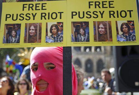 Протесты во Франции в поддержку Pussy Riot