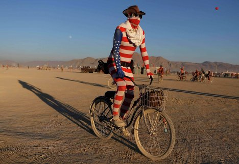 Участник фестиваля Burning Man в пустыне Блэк-Рок