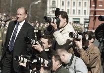 Фотокорреспонденты фотографируют военный парад