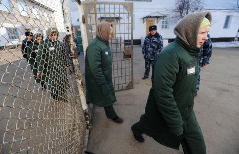 Заключенные женской колонии