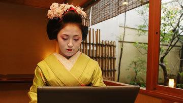 Японка за компьютером
