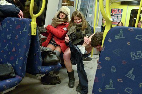 Без трусов в метро фото фото 433-296