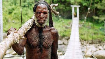 Мужчина из племени Дани в Индонезии