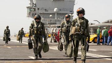 Летчики на борту авианосца