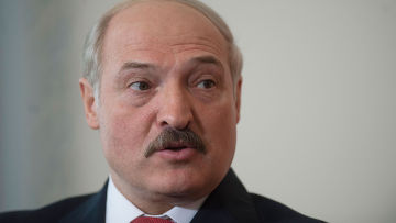 Лукашенко: Беларусь готова защищать независимость страны с оружием в руках