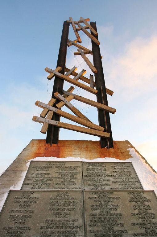 Памятник «Полякам, погибшим во время сталинских репрессий в Норильске...»