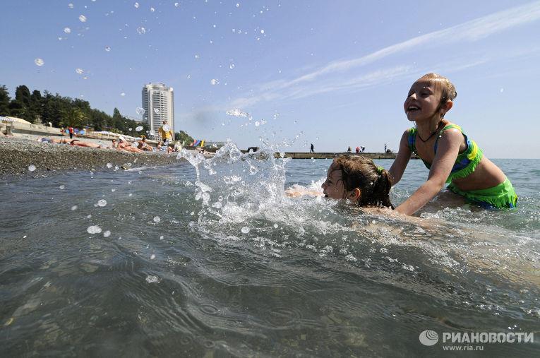 На пляже города Сочи