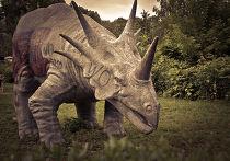 Динозавр в парке равлечений «Шприпарк» в Берлине