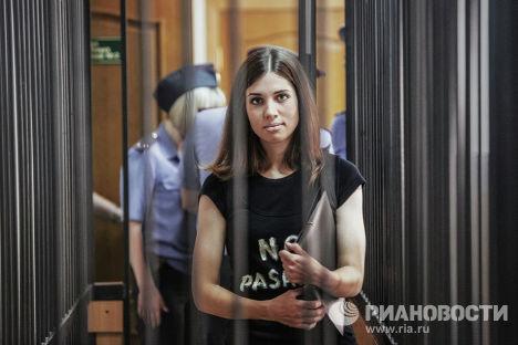 Надежда Толоконникова перед началом заседания Верховного суда республики Мордовии