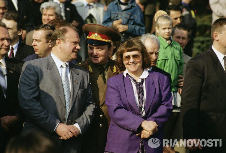 Картинки по запросу Светлана Савицкая рядом с Зюгановым фото