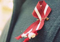 Ленточка с латвийским флагом