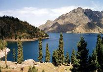 Озеро Тяньчи в Синьцзян-Уйгурском автономном районе, Китай