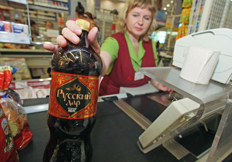Продажа кваса и пива в одном из магазинов Калининграда