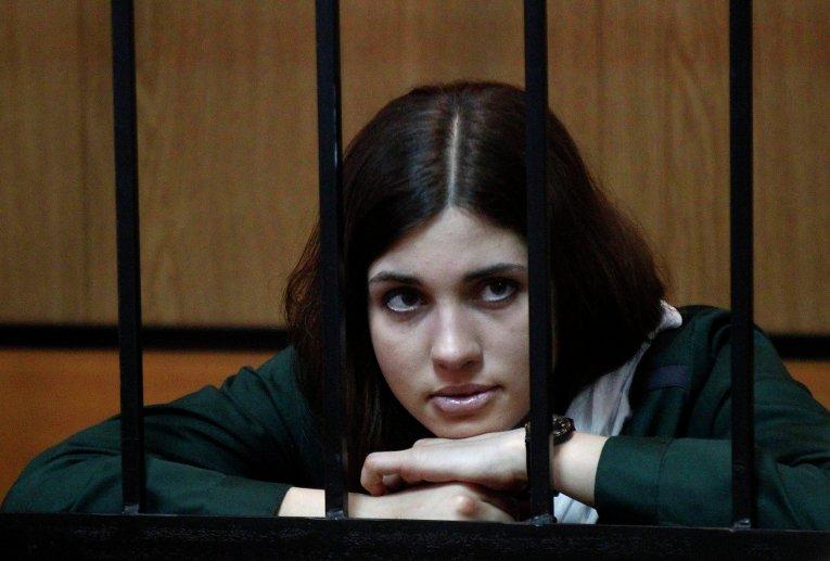 Интим фото раздетой Надежда Толоконникова. Голая Надежда Толоконникова показывает свои прелести