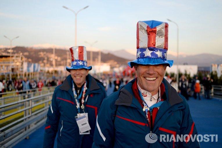 Болельщики из США перед началом церемонии открытия XXII зимних Олимпийских игр в Сочи.