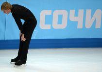 Евгений Плющенко (Россия) перед выступлением в короткой программе мужского одиночного катания на соревнованиях по фигурному катанию