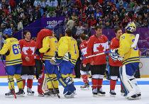 Игроки Канады и Швеции после финального матча