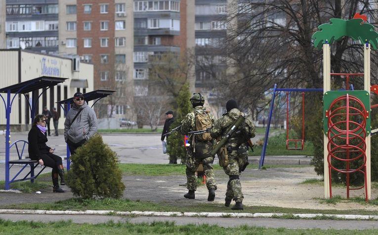 Вооруженные пророссийские активисты в Славянске