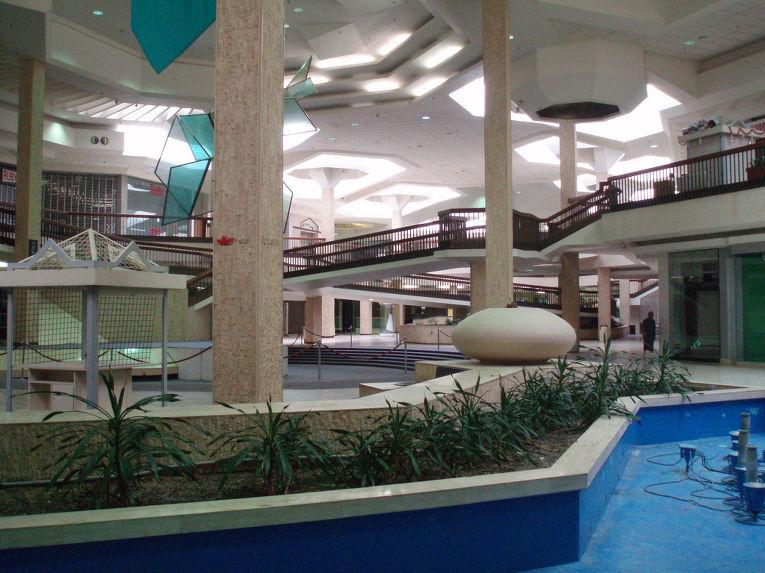 Заброшенный «Рэндалл Парк молл» в штате Огайо
