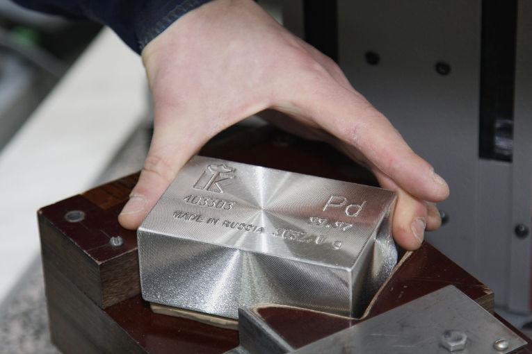 Маркировка, взвешивание и упаковка палладия на «Красноярском заводе цветных металлов имени В.Н.Гулидова»