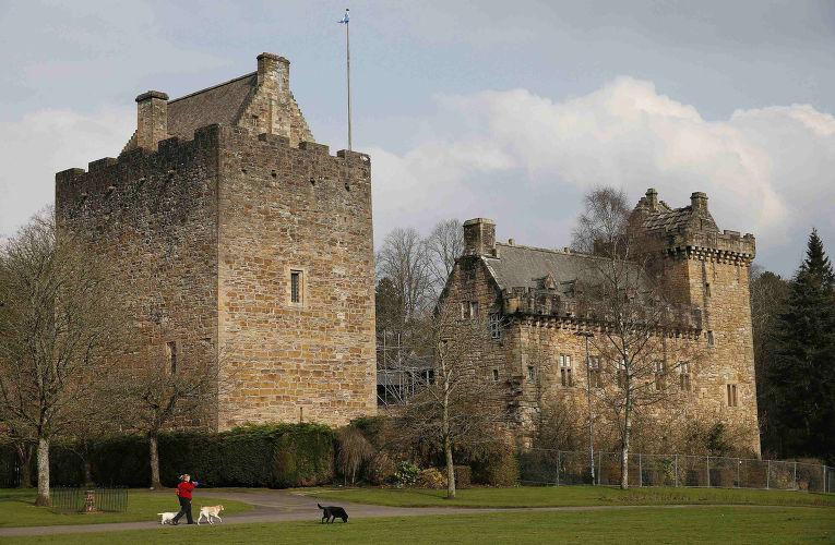 Замок Дин в городе Килмарнок в Шотландии