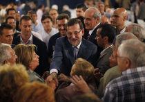 Премьер-министр Испании Мариано Рахой во время встречи с избирателями