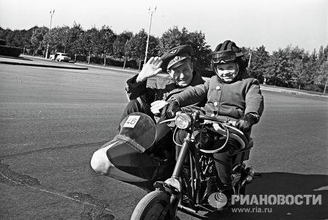 Летчик-космонавт Алексей Леонов с дочерью