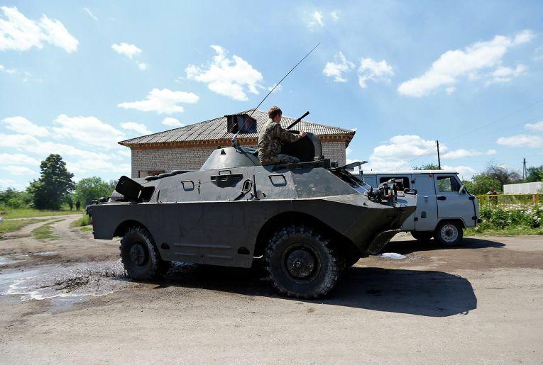 Бойцы народного ополчения возле города Красный Лиман 19 июня 2014