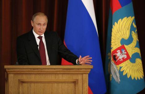 Владимир Путин произносит речь перед иностранными дипломатами в Москве