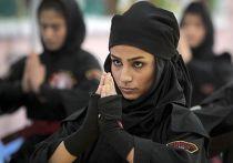 Женщины практикуют нинджутсу в пригороде Тегерана Кередже