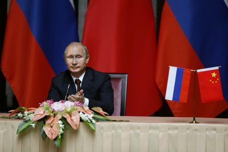 Владимир Путин после подписания соглашения с председателем КНР Си Цзыньпином