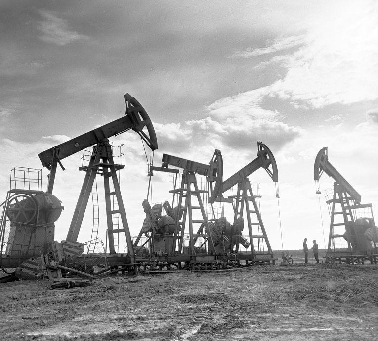 Штанговые насосы качают нефть на Сургутском месторождении