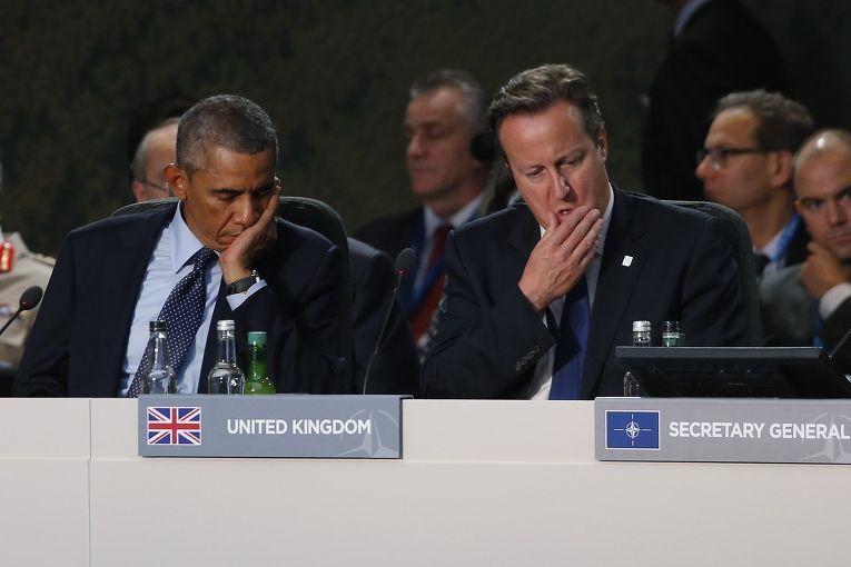 Барак Обама и Дэвид Кэмерон слушают выступление Андерса Фог Расмуссена на саммите НАТО в Уэльсе