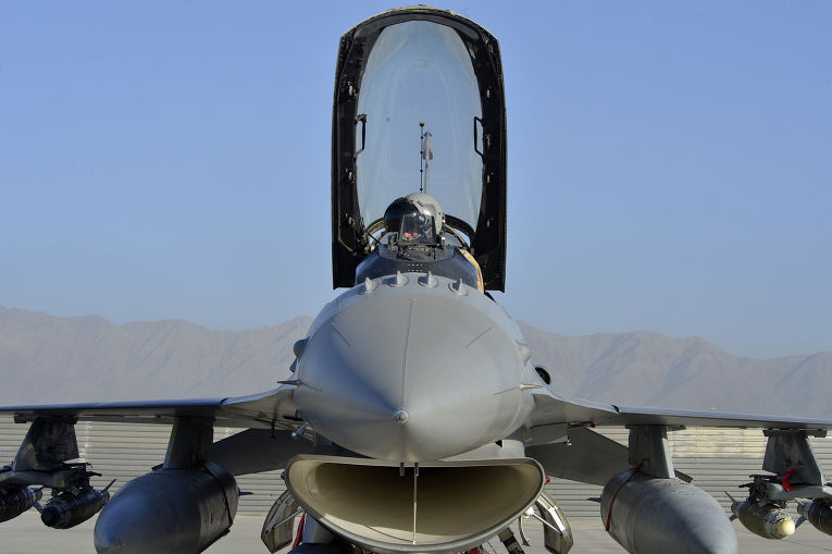F-16 эскадрильи «Красные хвосты», аэродром Баграм, Афганистан