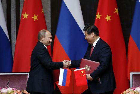 Владимир Путин и Си Цзыньпин после подписания соглашения о поставках газа